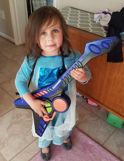 Norah with guitar.